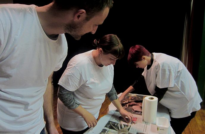 Sam Curtis leads the group in a squid-printing session. Image © Esther Collins, 2016